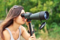 Προσοχή κοριτσιών στην επισήμανση του πεδίου στοκ φωτογραφία με δικαίωμα ελεύθερης χρήσης