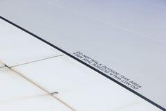 Προσοχή σε ένα φτερό αεροπλάνων Στοκ εικόνα με δικαίωμα ελεύθερης χρήσης