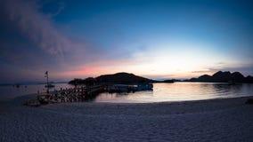 Προσοχή του ηλιοβασιλέματος από την παραλία στοκ εικόνες