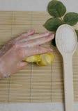 Προσοχή χεριών γυναικών Στοκ εικόνα με δικαίωμα ελεύθερης χρήσης