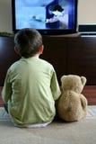 προσοχή TV παιδιών Στοκ φωτογραφία με δικαίωμα ελεύθερης χρήσης