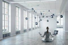Προσπάθεια να βρεθεί η ισορροπία Μικτά μέσα Στοκ Εικόνες