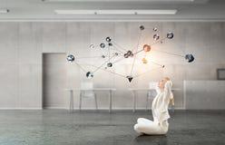 Προσπάθεια να βρεθεί η ισορροπία Μικτά μέσα Στοκ Φωτογραφία