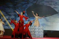 Προσπαθώντας αποδόσεις Κίνα-τραγουδιού και χορού Στοκ φωτογραφίες με δικαίωμα ελεύθερης χρήσης