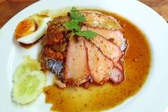 Προσροφητικός άνθρακας siew και ψημένο χοιρινό κρέας με το ρύζι Στοκ εικόνα με δικαίωμα ελεύθερης χρήσης