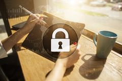 Προστασία Cyber, προστασία δεδομένων, ασφάλεια πληροφοριών και κρυπτογράφηση στοκ φωτογραφία