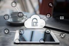 Προστασία Cyber, προστασία δεδομένων, ασφάλεια πληροφοριών και κρυπτογράφηση τεχνολογία Διαδικτύου και επιχειρησιακή έννοια στοκ εικόνες