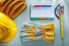Προστατευτική ζώνη εργαλείων μολυβιών σημειωματάριων καπέλων γαντιών σκληρή που μετρά το τ Στοκ Εικόνα