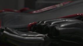 Προστατευτικό εργαλείο για την πάλη Προστατευτικός εξοπλισμός για τις πολεμικές τέχνες στο σπίτι απόθεμα βίντεο