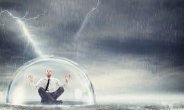 Προστατεύστε τη χρηματοοικονομική ηρεμία στοκ φωτογραφίες