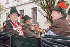 Προστατεύστε το βασιλιά και τους αξιωματούχους κατά τη διάρκεια Patronatstag στο λεωφορείο Στοκ Εικόνες