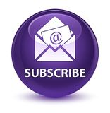 Προσυπογράψτε (εικονίδιο ηλεκτρονικού ταχυδρομείου ενημερωτικών δελτίων) το υαλώδες πορφυρό στρογγυλό κουμπί ελεύθερη απεικόνιση δικαιώματος