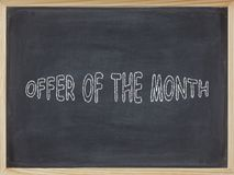 Προσφορά του κρέατος μήνα που γράφεται σε έναν πίνακα Στοκ Εικόνες