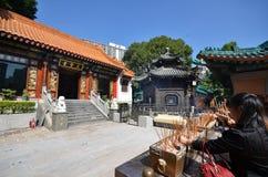 Προσφορές θυμιάματος σε Sik Sik Yuen Wong Tai Sin Temple Kowloon Στοκ Φωτογραφία