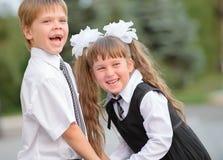 Προσχολικά παιδιά ένα αγόρι και ένα κορίτσι στοκ φωτογραφίες