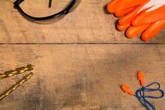 Προσωπικός εξοπλισμός προστασίας με τα κομμάτια τρυπανιών Στοκ φωτογραφία με δικαίωμα ελεύθερης χρήσης