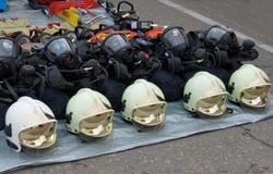 Προσωπικός προστατευτικός εξοπλισμός για τους σωτήρες και τους πυροσβέστες Στοκ Εικόνες