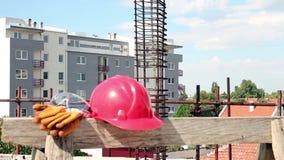 Προσωπικός προστατευτικός εξοπλισμός στο εργοτάξιο οικοδομής απόθεμα βίντεο