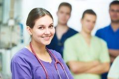 Προσωπικό γιατρών νοσοκομείων νέα ομάδα γιατρών χειρούργων στο δωμάτιο λειτουργίας Στοκ Εικόνες