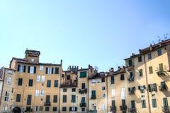 Προσόψεις στην πλατεία dell Anfiteatro Lucca Στοκ φωτογραφία με δικαίωμα ελεύθερης χρήσης