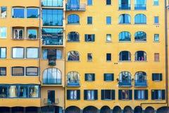 Προσόψεις των παλαιών κτηρίων κατά μήκος του ποταμού Arno στη Φλωρεντία, Ιταλία Στοκ φωτογραφία με δικαίωμα ελεύθερης χρήσης