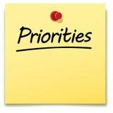 Προτεραιότητες, κίτρινη σημείωση εγγράφου Στοκ φωτογραφία με δικαίωμα ελεύθερης χρήσης