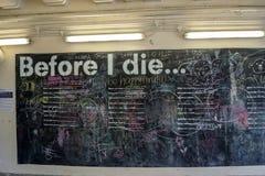 Προτού να πεθάνω διαλογικός τοίχος στη Σιγκαπούρη στοκ εικόνες