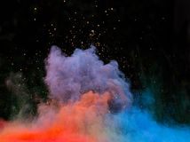 Προωθημένη ζωηρόχρωμη σκόνη πέρα από το Μαύρο Στοκ Εικόνες