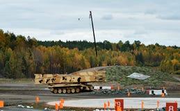 Προωθημένη τεθωρακισμένο όχημα γέφυρα mtu-72 Στοκ φωτογραφία με δικαίωμα ελεύθερης χρήσης
