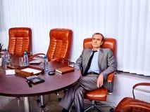 Προϊστάμενος επιχειρησιακών ατόμων στο γραφείο Στοκ φωτογραφία με δικαίωμα ελεύθερης χρήσης