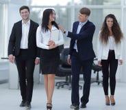 Προϊστάμενος και επιχειρησιακή ομάδα στην αρχή Στοκ εικόνες με δικαίωμα ελεύθερης χρήσης