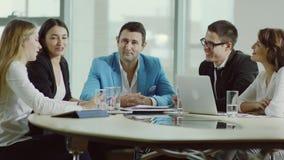 Προϊστάμενος και η ομάδα του στη συνεδρίαση απόθεμα βίντεο