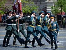Προϊστάμενος του στρατιωτικού ιδρύματος του Σαράτοβ στρατευμάτων της εθνικής φρουράς ταγματάρχης Sergei Mukhoed στην παρέλαση προ Στοκ εικόνα με δικαίωμα ελεύθερης χρήσης