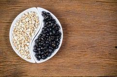προϊόντα γεωργίας, job& x27 δάκρυα του s και μαύρα φασόλια Στοκ Φωτογραφίες