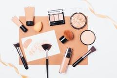 Προϊόντα και εξαρτήματα ομορφιάς για ακόμη και τη χροιά στοκ φωτογραφίες με δικαίωμα ελεύθερης χρήσης