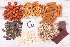 Προϊόντα και συστατικά που περιέχουν το χαλκό και την τροφική ίνα, υγιής διατροφή Στοκ Εικόνα