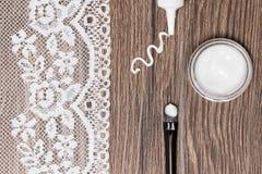 Προϊόντα ομορφιάς για το δέρμα γύρω από τα μάτια με το διάστημα αντιγράφων Στοκ φωτογραφία με δικαίωμα ελεύθερης χρήσης