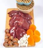 Προϊόντα που περιέχουν το σίδηρο (ferrum) στο λευκό healthy product Στοκ εικόνα με δικαίωμα ελεύθερης χρήσης
