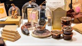 Προϊόντα σοκολάτας στην επίδειξη σε μια γαλλική υπεραγορά Παρίσι, FR Στοκ Εικόνα