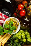 Προϊόντα της ιταλικής ή ελληνικής κουζίνας ιταλική μεσογειακή μοτσαρέλα τροφίμων bufala κορυφή VI Στοκ Εικόνες