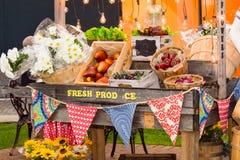 Προϊόντα bazaar, φιαγμένος από τεχνητά φρούτα και λαχανικά Στοκ Εικόνες