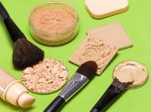 Προϊόντα Makeup για ακόμη και έξω να ξεφλουδίσει τον τόνο και τη χροιά Στοκ Εικόνες