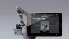 Προϊόν στη χρησιμοποίηση του βραχίονα ρομπότ στο έξυπνο εργοστάσιο Έξυπνο μαξιλάρι ελέγχου ελέγχου, ταμπλέτα Διαδίκτυο των πραγμά απεικόνιση αποθεμάτων