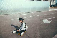 Προ σκέιτερ εφήβων στην οδό πόλεων Στοκ εικόνες με δικαίωμα ελεύθερης χρήσης