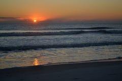 Πρωί ανατολής του Ατλαντικού Ωκεανού - ο ήλιος εμφανίστηκε ακριβώς Στοκ Εικόνα