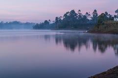 Πρωί θαυμάσιο από τη λίμνη Cileunca, δυτική Ιάβα Στοκ Εικόνες