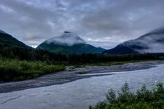 Πρωί και σύννεφα της Misty στην Αλάσκα Ηνωμένες Πολιτείες της Αμερικής Στοκ φωτογραφίες με δικαίωμα ελεύθερης χρήσης