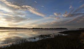 Πρωί με την ανατολή και το μπλε ουρανό Στοκ φωτογραφία με δικαίωμα ελεύθερης χρήσης