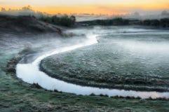 Πρωί μια γραφική αυγή φθινοπώρου Ποταμός φθινοπώρου Στοκ Φωτογραφίες
