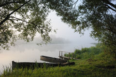 πρωί ομίχλης βαρκών Στοκ Φωτογραφία